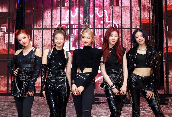 Tags: K-Pop, Itzy, Lia, Lee Chaeryeong, Shin Ryujin, Shin Yuna, Hwang Yeji, Full Group, HD Wallpaper, Wallpaper