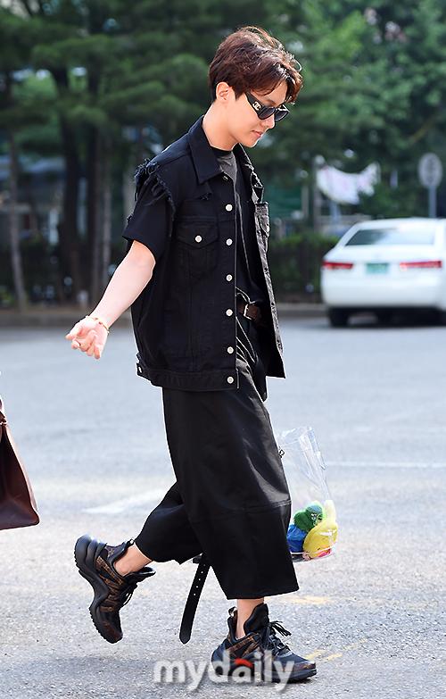 Tags: K-Pop, BTS, J-Hope, Belt, Outdoors, Black Pants, Bag, Bracelet, Glasses, Looking Down, Sneakers, Black Outerwear