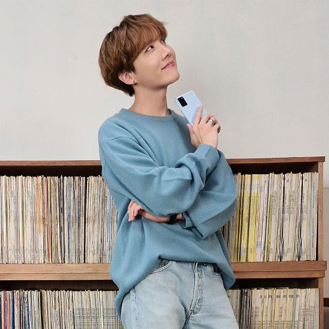 Tags: K-Pop, BTS, J-Hope, Bookshelf, Ring, Blue Pants, Phone, Jeans, Looking Up, Watch, Smartphone, Black Eyes