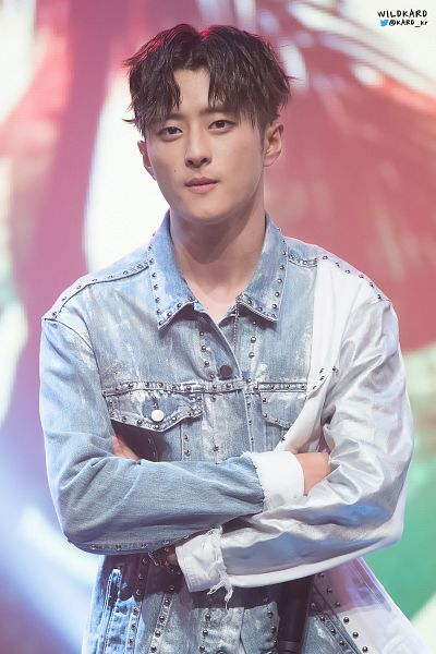 Tags: DSP Media, K-Pop, K.A.R.D, J.Seph, Multi-colored Background, Light Background, Crossed Arms, Holding Object, Denim Jacket, Close Up