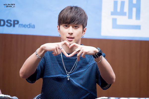 Tags: DSP Media, K-Pop, K.A.R.D, J.Seph, Bracelet, Short Sleeves, Blunt Bangs, Blue Shirt, Ring, Heart Gesture, Watch, Necklace