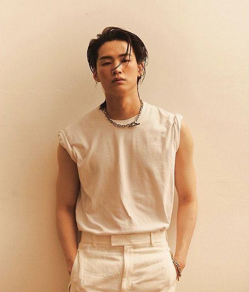 Tags: K-Pop, Got7, JB, Wall, Leaning On Wall, Sleeveless Shirt, Medium Hair, Bare Shoulders, White Pants, Chains, Sleeveless, Serious
