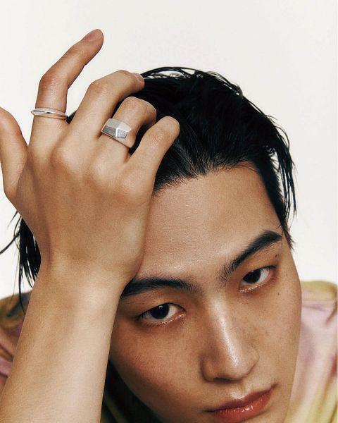 Tags: K-Pop, Got7, JB, Ring, Medium Hair, Serious, Black Eyes, Hand On Head, Facial Mark, Mole, Beauty+, Magazine Scan