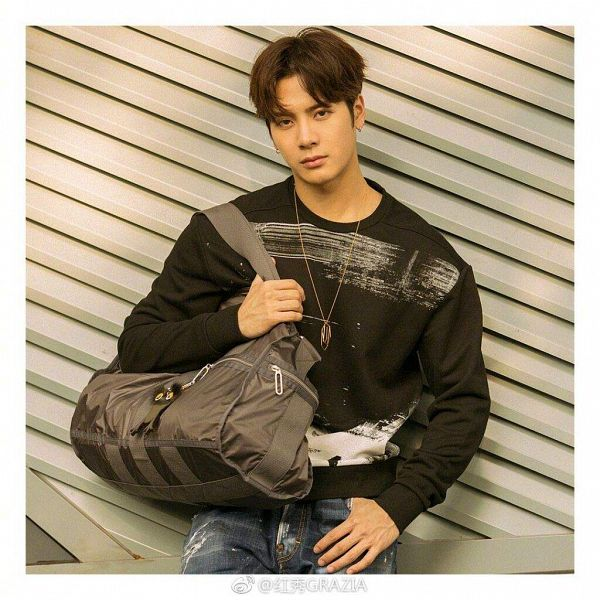 Tags: K-Pop, Got7, Jackson, Jeans, Chinese Text, Earrings, Pants, White Border, Text, Bag, Necklace, Serious