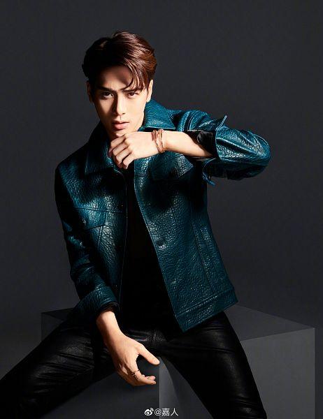 Tags: K-Pop, Got7, Jackson, Ring, Bracelet, Dark Background, Green Outerwear, Black Pants, Cartier