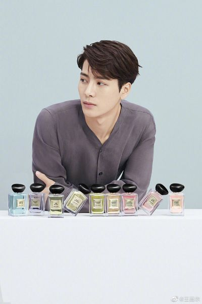 Tags: K-Pop, Got7, Jackson, Bottle, Table, Perfume Bottle, Blue Background, Serious, Crossed Arms, Looking Away, Giorgio Armani
