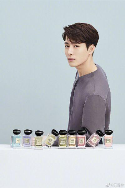 Tags: K-Pop, Got7, Jackson, Serious, Table, Bottle, Perfume Bottle, Blue Background, Giorgio Armani