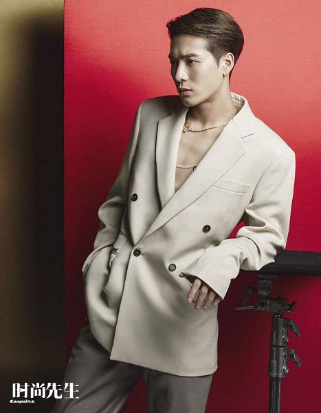 Tags: K-Pop, Got7, Jackson, Red Background, Hand In Pocket, White Outerwear, Necklace, White Jacket, Serious, Brown Pants, Esquire China, Magazine Scan