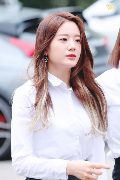 Tags: K-Pop, fromis 9, Jang Gyuri, Looking Ahead, Collar (Clothes)