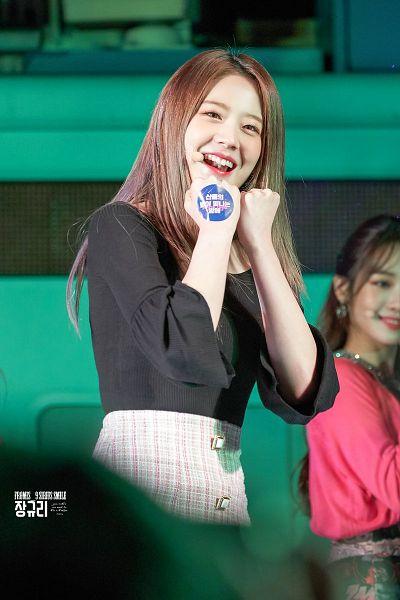 Tags: K-Pop, fromis 9, Jang Gyuri, White Skirt, Skirt, Checkered, Checkered Skirt, Sirius Smile