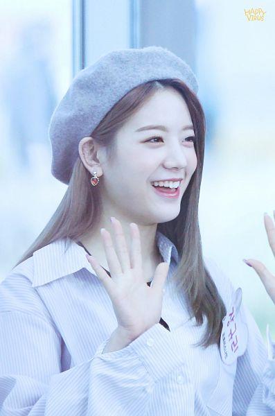 Tags: K-Pop, fromis 9, Jang Gyuri, Hat, Gray Headwear, Wave, Happy Virus