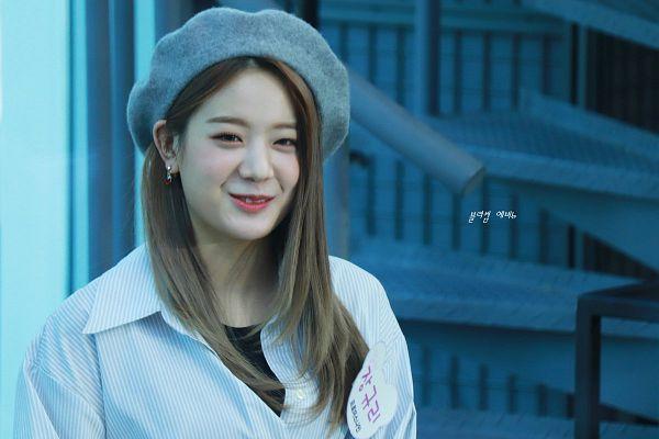Tags: K-Pop, fromis 9, Jang Gyuri, Gray Headwear, Striped Shirt, Striped, Hat, Korean Text, Blue Shirt, Fansite Request