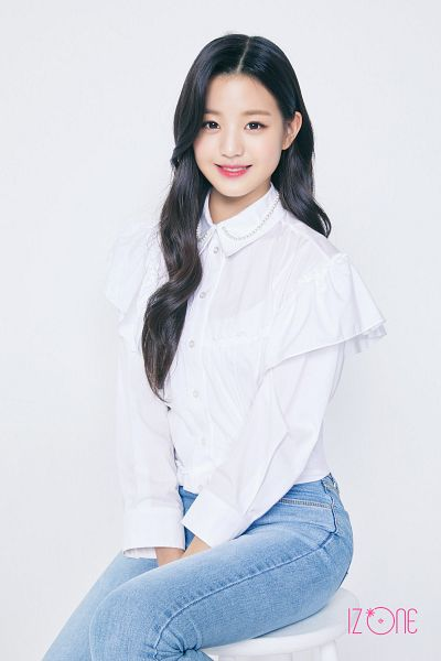 Tags: K-Pop, IZ*ONE, Jang Wonyoung, Light Background, White Background, Grin, Blue Pants, Jeans