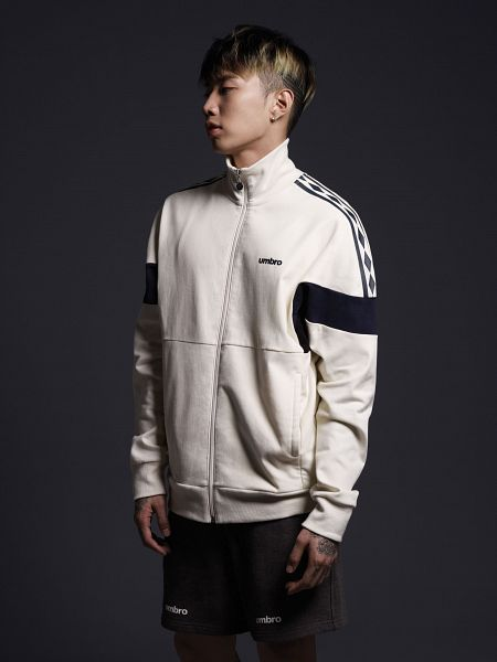 Tags: AOMG, K-Pop, Jay Park, Multi-colored Hair, Black Background, Looking Ahead, White Jacket, White Outfit, Dark Background, Black Pants, Looking Down, Android/iPhone Wallpaper