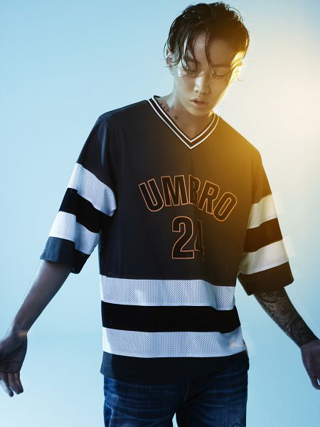 Tags: AOMG, K-Pop, Jay Park, Light Background, Striped, Short Sleeves, White Background, Blue Background, Jeans, Looking Ahead, Tattoo, Striped Shirt