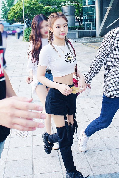 Tags: YG Entertainment, K-Pop, Black Pink, Jennie Kim, Necklace, Bag, Holding Object, Short Sleeves, Twin Braids, Black Footwear, Black Pants, Black Shorts