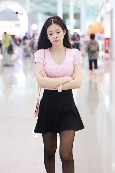 Tags: K-Pop, Black Pink, Jennie Kim, Hairband, Bag, Walking, Looking Down, Black Skirt, Pantyhose, Bracelet, Purse, Pink Shirt