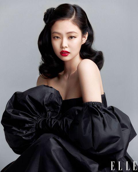 Tags: K-Pop, Black Pink, Jennie Kim, Cleavage, Text: Magazine Name, Black Outfit, Red Lips, Black Dress, Gray Background, Suggestive, Bare Shoulders, Elle Korea