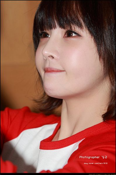 Tags: K-Pop, T-ara, Jeon Boram, Medium Hair, Looking Down, Red Shirt, Side View, Android/iPhone Wallpaper