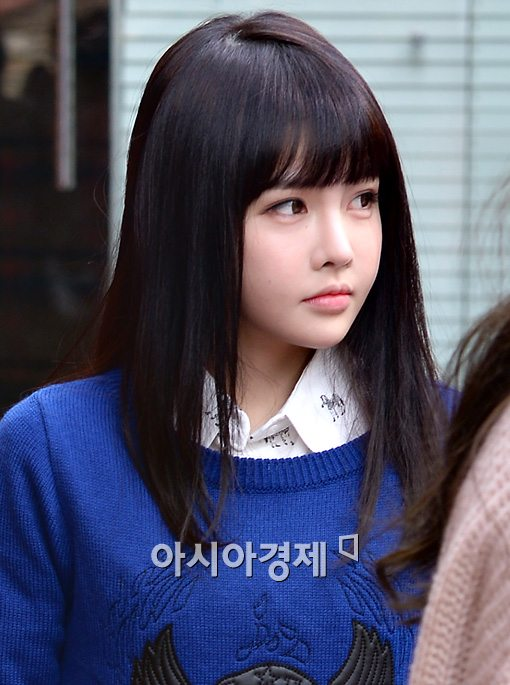 Tags: K-Pop, T-ara, Jeon Boram, Looking Away, Frown, Outdoors, Korean Text, Blue Outerwear