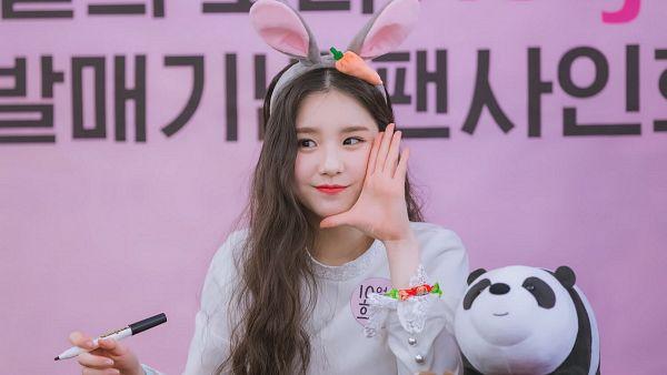 Tags: K-Pop, LOOΠΔ, Jeon Heejin, Fansigning Event, Wallpaper