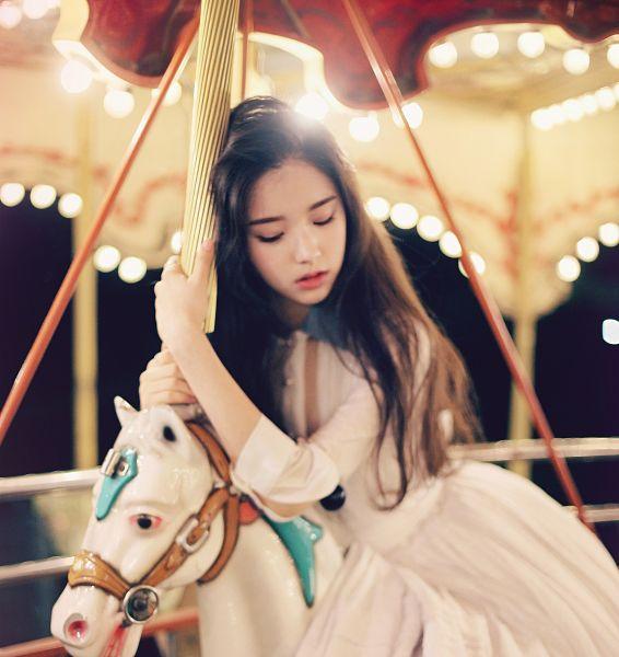 Tags: K-Pop, LOOΠΔ, ViVid, Jeon Heejin, White Outfit, Horseback Riding, Amusement Park, White Dress, Horse, Eyes Closed, Carousel