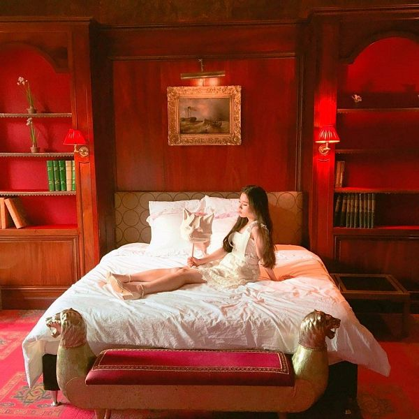 Tags: K-Pop, LOOΠΔ, ViVid, Jeon Heejin, Canvas, White Dress, On Bed, Bed, White Outfit