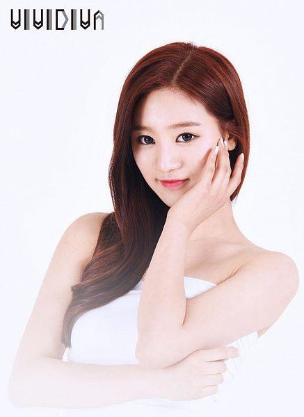Tags: K-Pop, VIVIDIVA, Jeon Sara, White Outfit, White Dress, Text: Artist Name