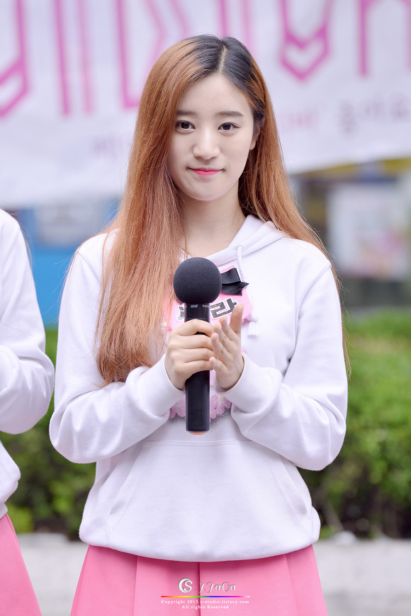 Tags: K-Pop, VIVIDIVA, Jeon Sara, Pink Skirt, Hoodie, Red Hair, Skirt