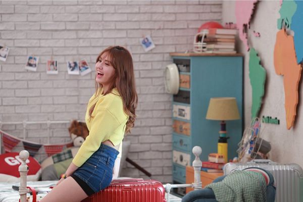 Tags: JYP Entertainment, K-Pop, I.O.I, Jeon Somi, Map, Suitcase, Chair, Bag, Armchair, Bed, Auction.