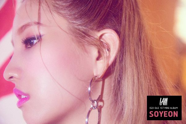 Tags: K-Pop, (G)-I-DLE, Jeon Soyeon, Side View, Text: Artist Name, Text: Album Name, Looking Ahead