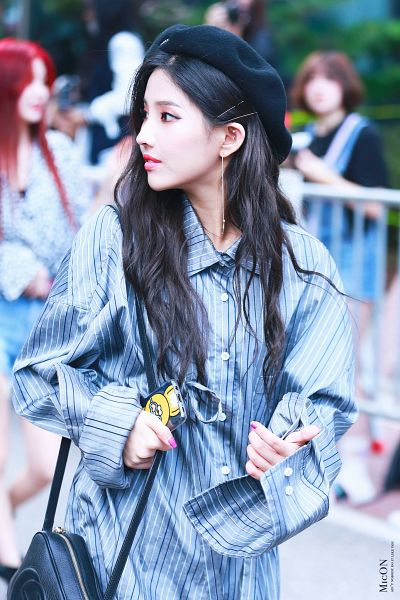 Tags: K-Pop, (G)-I-DLE, Jeon Soyeon, Black Headwear, Looking Away, Collar (Clothes), Striped Shirt, Phone, Hat, Hair Clip, Buttons, Walking