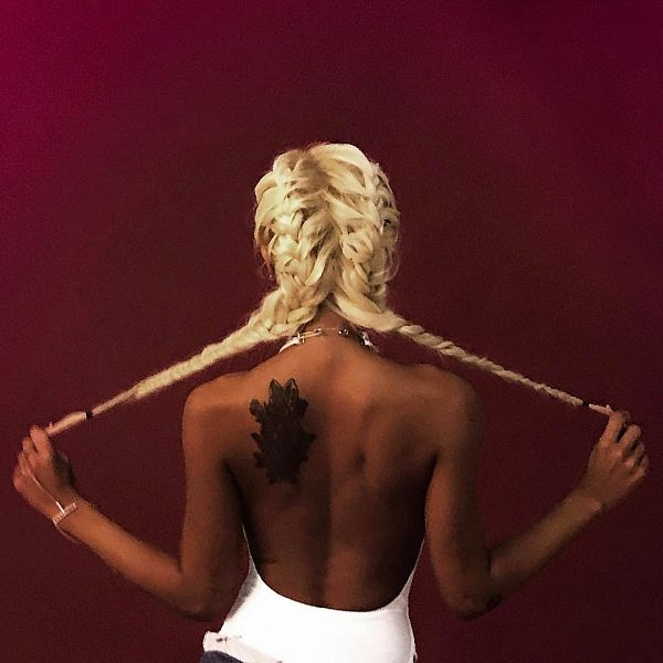 Tags: K-Pop, Jessi, Bare Back, Back