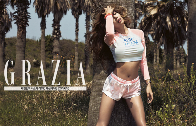 Tags: Lucky J, Jessi, Suggestive, Midriff, Eyes Closed, Hand On Hip, Text: Magazine Name, Shorts, Navel, Grazia Korea