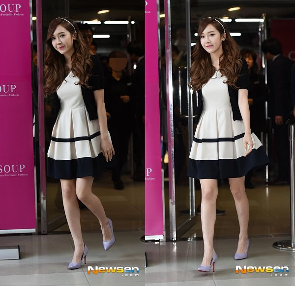 Tags: Girls' Generation, Jessica Jung, Wavy Hair, High Heels, Purple Footwear, Walking, Soup