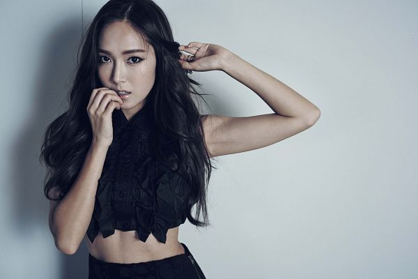 Tags: Girls' Generation, Jessica Jung, Black Skirt, Hand In Hair, Black Shirt, Midriff, Skirt, Finger To Lips, Wallpaper, Eyemag