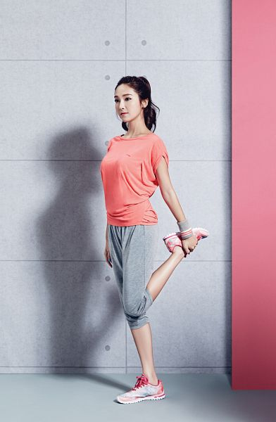 Tags: Girls' Generation, Jessica Jung, Full Body, Looking Ahead, Pink Shirt, Gray Pants, Sneakers, Ponytail, Standing On One Leg, Li-ning