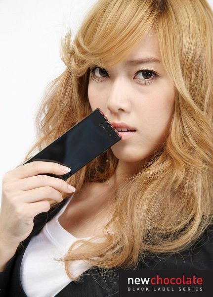 Tags: K-Pop, Girls' Generation, Jessica Jung, Text: Brand Name, Holding Object, Close Up, Phone, LG