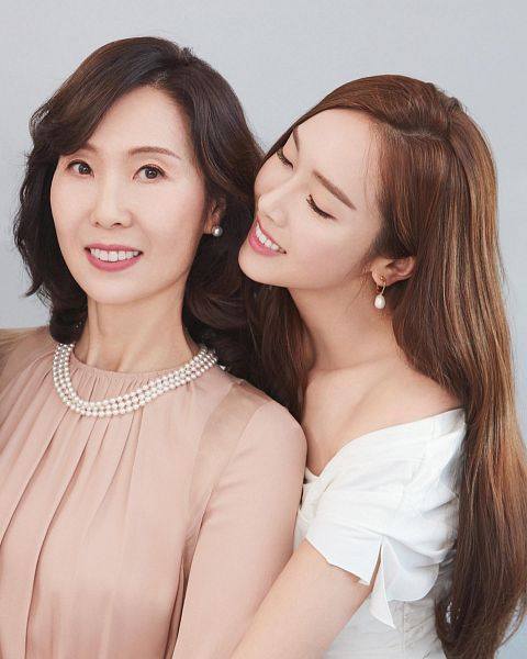 Tags: K-Pop, Girls' Generation, Jessica Jung, Yoo Sunjung, Mother And Daughter, Family