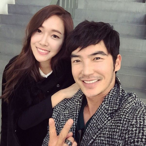 Tags: K-Pop, Girls' Generation, Jessica Jung, Kim Woori, Checkered Jacket, Duo, V Gesture, White Outerwear, Hand On Shoulder, Stairs, Ring, Checkered