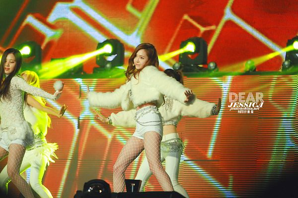 Tags: SM Town, Seoul Music Awards, K-Pop, Girls' Generation, I Got A Boy, Jessica Jung, Seohyun, White Jacket, White Outfit, Bare Legs, White Pants, Midriff