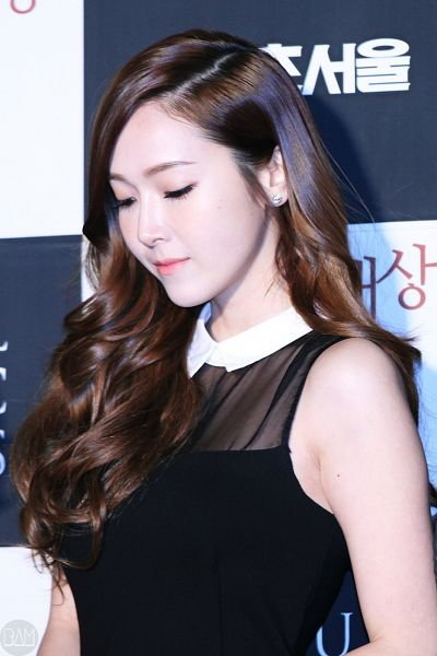 Tags: Seoul Music Awards, K-Pop, Girls' Generation, Jessica Jung, Sleeveless, Sleeveless Dress, Light Background, Checkered Background, Dark Background, White Background, Bare Shoulders, Wavy Hair