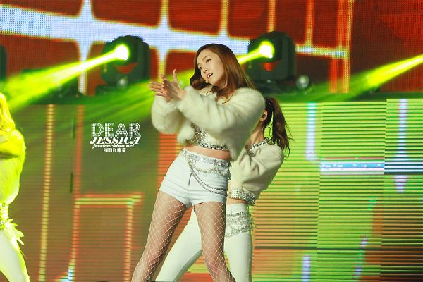 Tags: SM Town, K-Pop, Seoul Music Awards, Girls' Generation, I Got A Boy, Jessica Jung, Wavy Hair, White Shorts, White Outfit, Clapping, White Jacket, Midriff