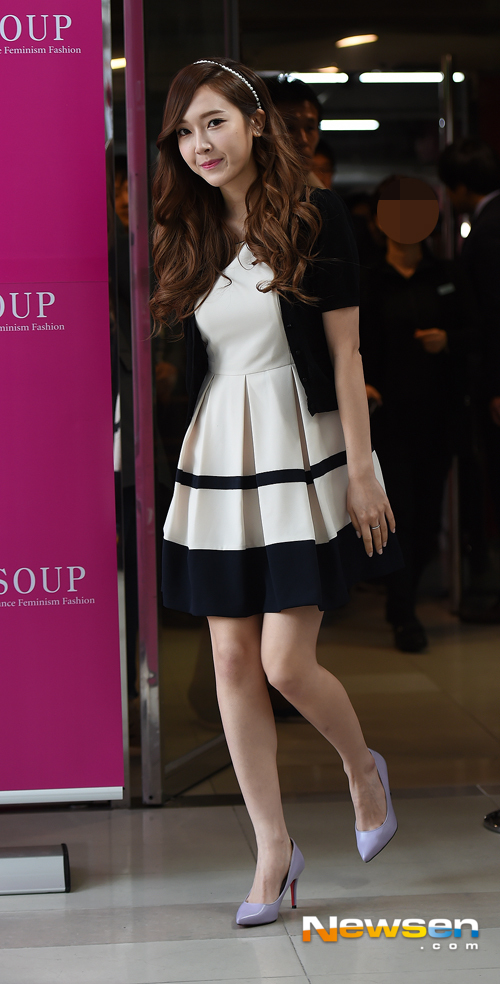 Tags: Girls' Generation, Jessica Jung, Purple Footwear, High Heels, Walking, Full Body, Wavy Hair, Soup