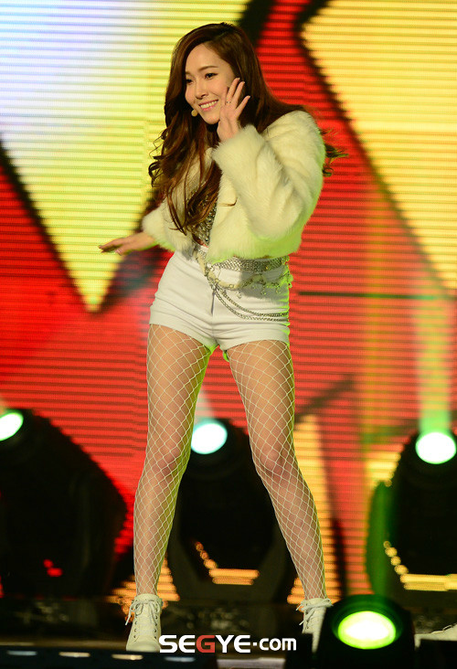 Tags: K-Pop, Seoul Music Awards, Girls' Generation, Rose Finger, I Got A Boy, Jessica Jung, Segye, Hand On Cheek, White Shorts, Hand On Head, Sneakers, White Footwear