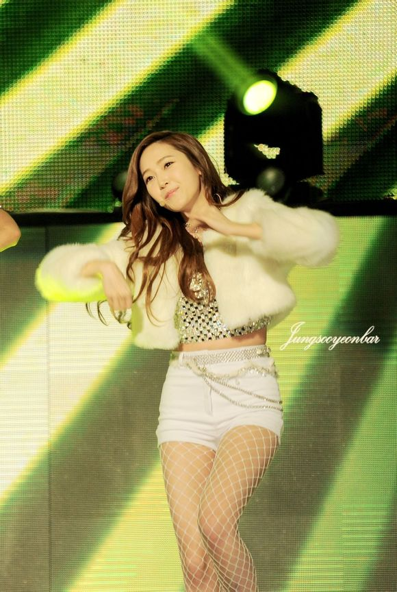 Tags: Seoul Music Awards, K-Pop, Girls' Generation, I Got A Boy, Jessica Jung, Midriff, White Jacket, Fishnets, Bare Legs, Pantyhose, White Outerwear, Wavy Hair