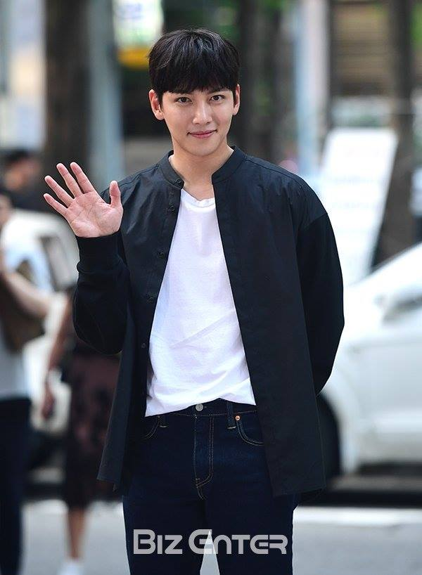 Tags: K-Drama, Ji Chang-wook, Jeans, Arms Behind Back, Blunt Bangs, Wave