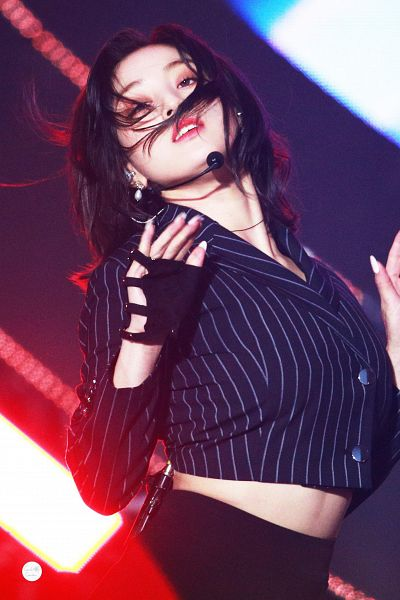 Tags: K-Pop, Twice, Jihyo, Black Gloves, Medium Hair, Striped Jacket, Fingerless Gloves, Shorts, Striped, Make Up, Striped Outerwear, Gloves