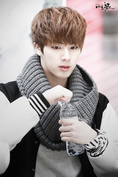 Tags: K-Pop, Bangtan Boys, Jin, Scarf, Bottle, Black Eyes, Water, Android/iPhone Wallpaper