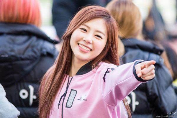 Tags: K-Pop, Minx, Dreamcatcher, Jiu, Pointing, Pink Outerwear, Pink Jacket, Outdoors
